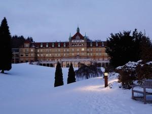 Hotel-Vejlefjord-parken-vinter-sne